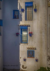 Fachada (Peñíscola) (tonygimenez) Tags: fachada fachadas ventanas olympusomdmarkiii oly pueblo ciudad ciudadconencanto peñíscola valencia españa