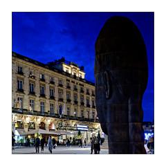 Sanna (Jean-Louis DUMAS) Tags: nuit lumière nightshot night théâtre bordeaux tourisme place lumières light ville town people travel trip voyage statue hotel hôtel sculpture