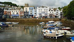 Dartmouth harbour panorama (WISEBUYS21) Tags: dartmouth harbour riverdart royal castle hotel pub church shop boat car devon boats reflection high tide wisebuys21 english riviera town estuary coast seaside tourist attraction hot spot beautiful small little holiday destination ferry trip trips august 2019 july 31st