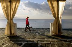 L'ora della passeggiata (meghimeg) Tags: 2019 santamargherita donna woman cane dog passeggiata walking mare sea cielo sky nuvole clouds ombra shadow sole sun