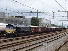 Class66 Diesel Locomotive with Coal Train at Sittard , the Netherlands , July 8-2019 (Treinemanke) Tags: railtraxx class66 coal train coaltrain sittard the netherlands july 8 2019 railfan railfans diesel locomotive diesellocomotive