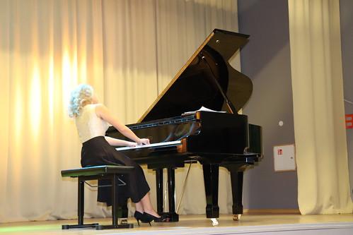 Pianistid Auli Lonks ja Jakob Teppo Rae Huvialakooli Muusikapäeva kontserti andmas Jüri gümnaasiumis