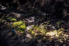 auf Wanderschaft (simonpe86) Tags: rucksack landschaft schlucht kind licht berg kontrast grün