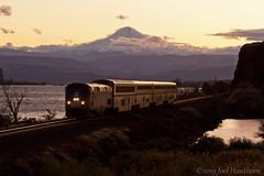 Into the Night (Joel Hawthorn) Tags: amtrak bnsffallbridgesub columbiarivergorge gep42dc passengertrain dawndusk glint mountains