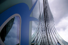 Incisif (Atreides59) Tags: berlin deutschland germany allemagne urban urbain ciel sky nuages clouds lumière light reflet reflect reflection reflexion pentax k30 k 30 pentaxart bleu blue atreides atreides59 cedriclafrance