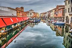 Mercato del pesce (giannipiras555) Tags: veneto chioggia canale mare barche ponte città venezia mercato riflessi nuvole cielo