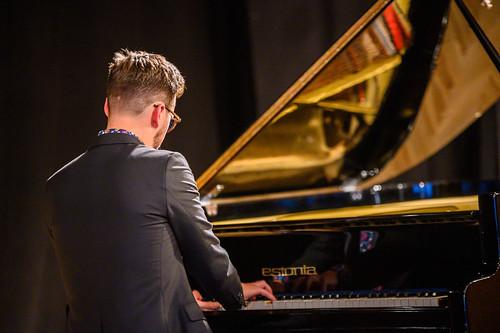 Joel Remmel (klaver) Viimsi huvikeskuses. Foto: Raigo Tõnisalu