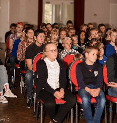 Muusikapäev Orissaare gümnaasiumis. Sänni Noormets ja Maarja Soomre. Foto: Raahel Ränk