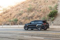 jeep-grand-cherokee-wk2-lowered-status-juggernaut-carbon-graphite-22-inch-wheels-rims - 05