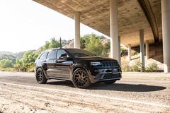 jeep-grand-cherokee-wk2-lowered-status-juggernaut-carbon-graphite-22-inch-wheels-rims - 07
