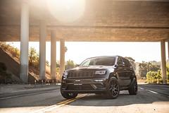 jeep-grand-cherokee-wk2-lowered-status-juggernaut-carbon-graphite-22-inch-wheels-rims - 01