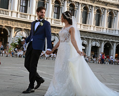 The couple (Bob (sideshow015)) Tags: loversmarriage venice stmarks dress bride bouquet italy nikon d7100 venise mariée marié fleurs place placesaintmarc husband wife lovers happiness joy