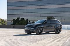 jeep-grand-cherokee-wk2-lowered-status-juggernaut-carbon-graphite-22-inch-wheels-rims - 09