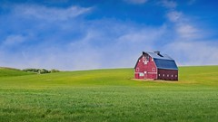 Palouse Barn 5433 D (jim.choate59) Tags: jchoate on1pics palouse field barn red agriculture rural uniontownwashington whitmancounty landscape washingtonstate green rgb d610 fertile expanse open openfield