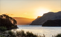 Sunset at Loch Portree (gsegnet) Tags: sonne sun yellow berge hills mountains bäume trees meer ocean bucht bay schottland scotland landschaft landscape outdoor isleofskye portree nikon nature naturebynikon