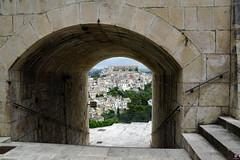 RAGUSA L'AUTRE SICILE 015 (aittouarsalain) Tags: rausa ragusaibla trinacria sicilia scale escalier voute arche ville architecture