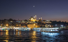 Rüstem Paşa Camii, İstanbul (bobo.ling) Tags: rüstempaşacamii rüstempashamosque istanbul mosque turkey night boat goldenhorn moon