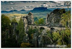 Blick auf die Basteibrücke (marue2975) Tags: bäume architektur elbsandsteingebirge landschaft felsen bastei berge bauwerk gebirge 2019 brücke herbst hügel steine