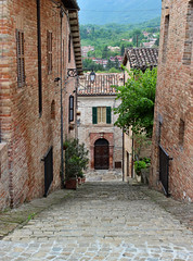 Sarnano, Marche, Italy (JH Photos!) Tags: canon canon600d jhphotos photograpy italy italië italia marche streetview streetarchitecture history old oldtown heritage pitoresque sarnano
