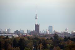 Berlin Ansichten 29.9.2019 (rieblinga) Tags: berlin stadtansicht 2992019 ullsteinhaus fernsehturm 50 jahre flughafen tempelhof parkinn hotel windräder hochhäuser sigma c 150600mm rote rathaus