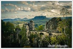 Blick auf die Basteibrücke (marue2975) Tags: bäume amseltal elbsandsteingebirge herbst bastei berge brücke 2019 gebirge bauwerk hügel