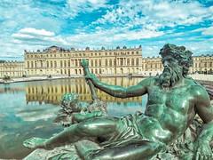 Statue... (gabriel.gallozzi) Tags: statue water lac versailles france frança visite tourisme reflections dieux deuses
