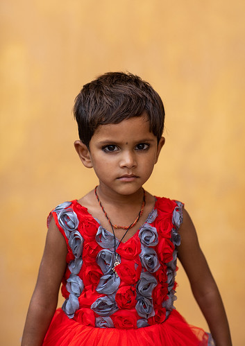 Portrait of a rajasthani girl, Rajasthan, Amer, India