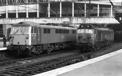 Class 87 87028 Class 50 50022 side by side at Birmingham New Street 1978 (flashbangmilly) Tags: 50022 87028 euston wolverhampton