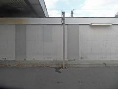 Hannover Hauptbahnhof (onnola) Tags: deutschland germany bahnhof station eisenbahn railway deutschebahn db bahnsteig platform niedersachsen lowersaxony hannover wand mauer wall beton