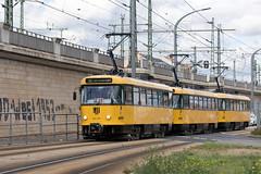 T4D-MT 224 261, Dresden (rengawfalo) Tags: tram tramway dresden tatra t4d sachsen saxony strasenbahn train railroad bahn dvbag tranvia tramvaj ckd elektricka öpnv tramwaj sporvogn road car city urbanrail publictransport windshield sky 261
