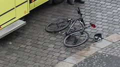Unfall-00347 (pischty.hufnagel) Tags: dresden johannstadt unfall fahrrad krankenwagen polizei bmw