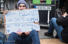 Extinction Rebellion ... (andrealinss) Tags: berlin berlinstreet berlinstreets protest proteste kundgebung extinctionrebellion shutdownkudamm klimakrise klimawandel aufstandgegendasaussterben andrealinss 35mm