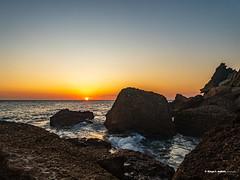 Ocaso litoral (moligardf) Tags: océano atlántico ocaso atardecer rocas acantilados