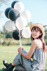 XT30-DSCF7772-p-s (DDG XIE) Tags: 人像 portrait 芊聿 小清新 甜美 sweet pretty cute girl lady beauty light 氣球 草地 草原 藍天