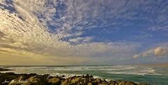 Couleur océane (jean-paul Falempin) Tags: cap pointedelatorche mer océan ciel nuages vagues rocher bretagne brittany finistère