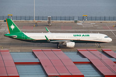 UNI AIR A321-211(WL) B-16209 001 (A.S. Kevin N.V.M.M. Chung) Tags: aviation aircraft aeroplane airport airlines airbus apron plane spotting mfm macauinternationalairport a321 a320series