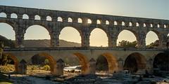 Pont du Gard im Gegenlicht (moni-h) Tags: bauwerk bogenbrücke dépatementgard france frankreich natur olympusm12100mmf4pro oktober2019 okzitanien olympusomdem1markii pontdugard wasserkanal römischeraquädukt verspontdugard gard gegenlicht