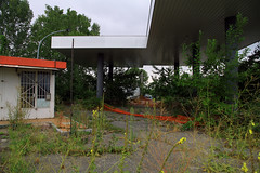 Former gasstation (davidvankeulen) Tags: europe europa italië italiana italy torino turijn turin piëmont stradaprovincialesp6 stradaprovinciale6 viacirconvallazione piossasco to abandoned abandonedcity leavedcity lostcity disconnected tankstation davidvankeulen davidvankeulennl davidcvankeulen urbandc gasstation