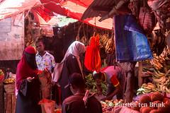 Zanzibar market scene (10b travelling / Carsten ten Brink) Tags: carstentenbrink 10btravelling 2019 africa africaine african afrika afrique eastafrica iptcbasic indianocean mjimkongwe ostafrika stonetown tanzania unesco unescoworldheritagesite unguja zanzibar zanzibarcity africain bananas coconuts east fruit island market woman worldheritagesite