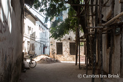 Stone Town afternoon (10b travelling / Carsten ten Brink) Tags: africa african indianocean afrika afrique eastafrica africaine 2019 carstentenbrink mjimkongwe iptcbasic 10btravelling tanzania island unescoworldheritagesite unesco worldheritagesite east zanzibar stonetown africain ostafrika unguja zanzibarcity