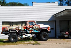 1979 Ford F250 (Cragin Spring) Tags: avoca avocawi avocawisconsin smalltown rural wisconsin wi unitedstates usa unitedstatesofamerica vehicle garage lifted ford fordtruck fordpickup tires 4x4 1979 f250 truck