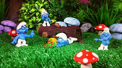 """You should always watch where you are Smurfing, thats what I always say"" (custombase) Tags: schleich smurfs thesmurfs figures brainy clumsy weepy jokey smurf forest smurfberrys toyphotography"