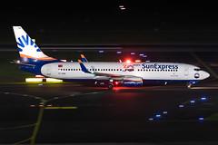 TC-SON SunExpress Boeing 737-86J (buchroeder.paul) Tags: eddl dus dusseldorf düsseldorf international airport flughafen deutschland germany europa europe external night nacht ground boden tcson sunexpress boeing 73786j