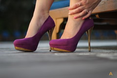 IMG_1853 (AndyMc87) Tags: high heels gold purple reflection feet hand bokeh canon eos 550d travel holiday pumps woman
