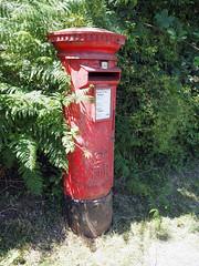 rural pillarbox (chrisinplymouth) Tags: royalmail pillarbox postbox er red black metal streetfurniture plymouth devon england plain uk city xg cw69x explored inexplore