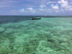 La baignoire de Joséphine (Nature Box) Tags: baignoiresdejoséphine caraïbes seascape hautfond bleu turquoise bateau boat mer sea barrièredecorail barrierreef paradisiaque heavenly ngc