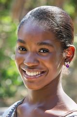 Kiki (01_0037) (ronnie.savoie) Tags: africanamerican black noir negra woman mujer chica muchacha girl pretty guapa lovely hermosa browneyes ojosnegros brownskin pielcanela portrait retrato model modelo modèle smile sonrisa sandybay roatan roatán honduras hondureña catracha bayislands islasdelabahía diaspora africandiaspora