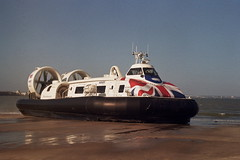 Island Flyer Hovercraft (andy broomfield) Tags: film filmphotography 35mm 35mmphotography analogphotography filmisnotdead prakticamtl3 lomography lomography100 filmisbeautiful isleofwight ryde seaside seasidetown hovercraft hovertravel beach