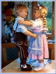 Ein Tanz geht noch ! / One more dance ! (ursula.valtiner) Tags: puppe doll luis bärbel künstlerpuppe masterpiecedoll dirndl dirndldress lederhose leathertrousers oktoberfest munichbeerfestival