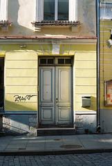 Door (olovsebastian) Tags: canon canoneos canoneos620 eos kodakcolorplus200 colorplus200 tallinn analog analogue analoguephotography analogphotography film filmphotography